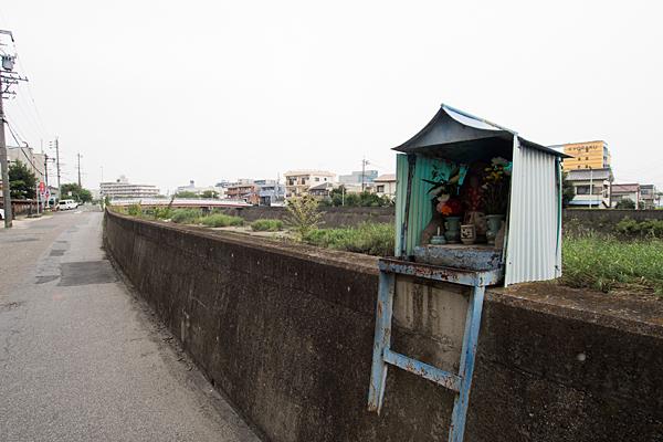 呼続元町堤防沿いの石仏
