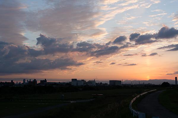夕焼け川沿い
