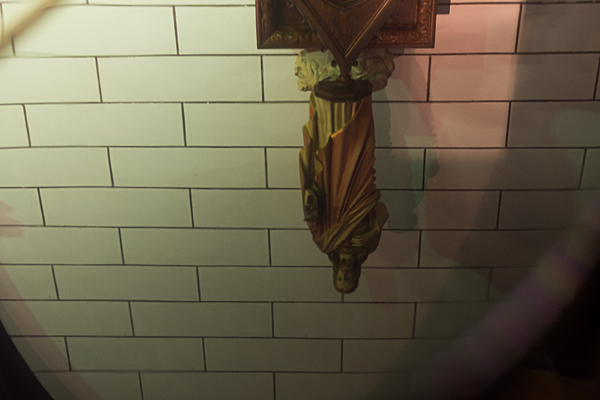 明治村ピアノに映るイエス像