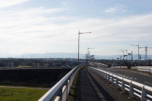 うねる道路の風景