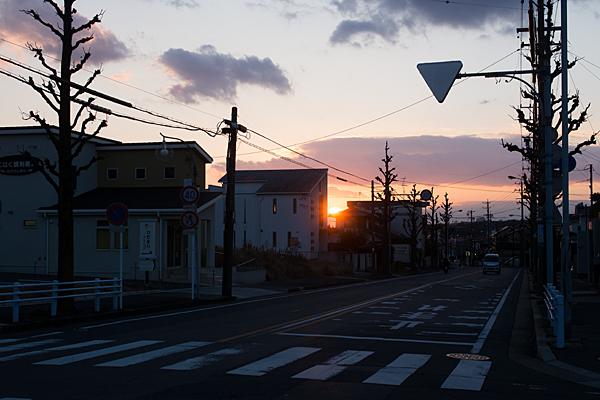 街に沈む夕日