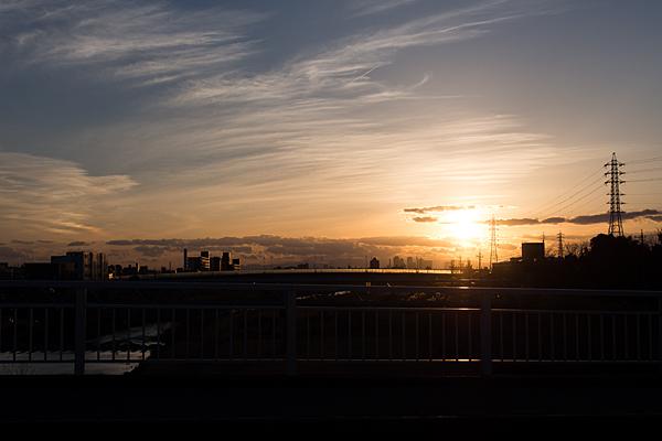 橋の上から見る夕日