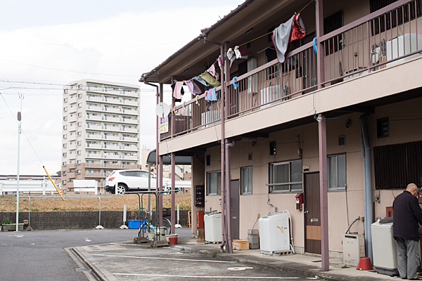 アパートと洗濯物