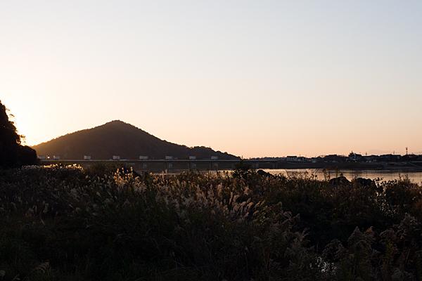 伊木山と木曽川の夕景