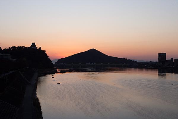 木曽川と犬山城の夕焼け