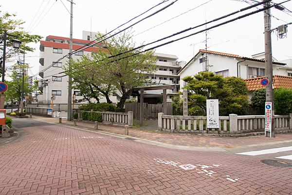 青衾神社住宅街にある風景