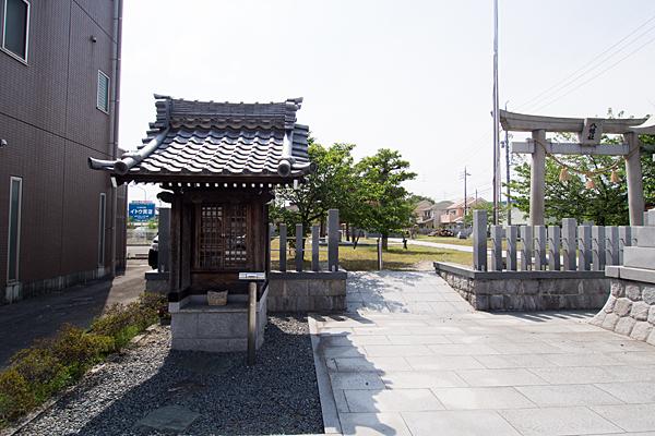 長須賀八幡社お堂