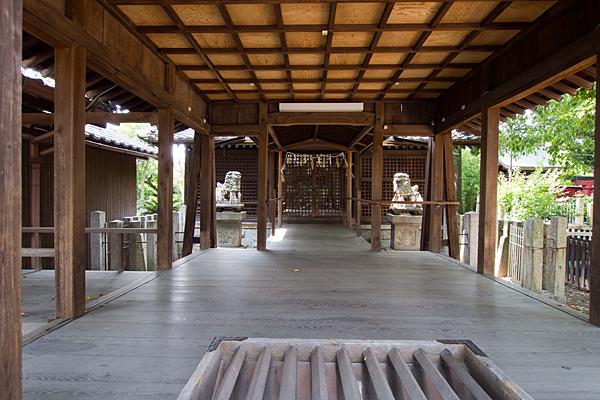 栄生町八幡社拝殿から見る