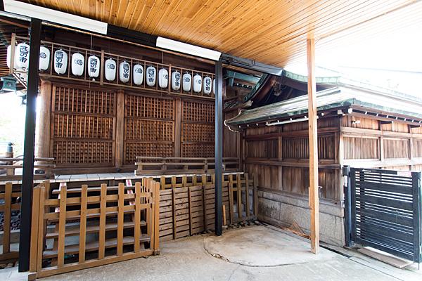 素盞男神社拝殿横