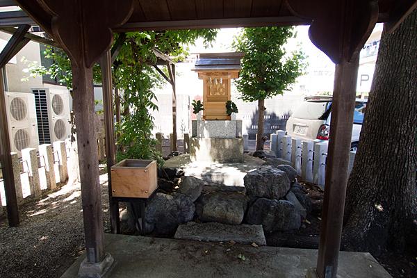大道米運龍神本社前