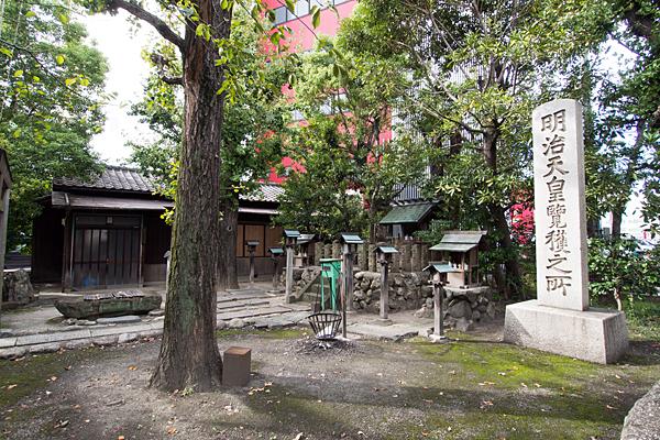 東ノ宮神社境内の風景