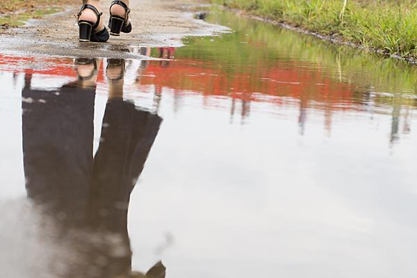 水たまりの彼岸花