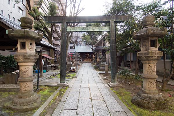 冨士神社参道と二の鳥居