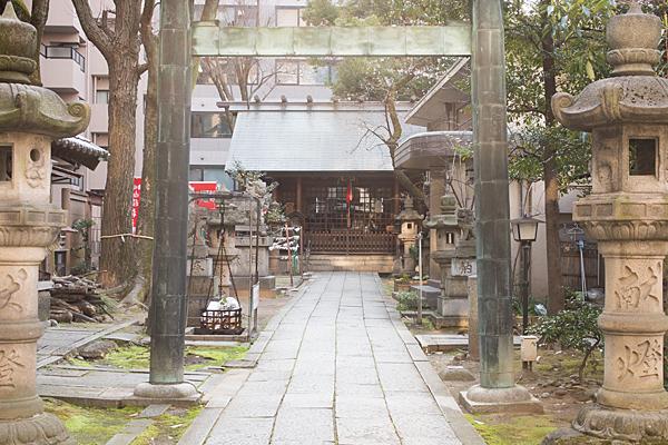 冨士神社二の鳥居から拝殿