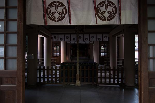 真清田神社服織神社拝殿内