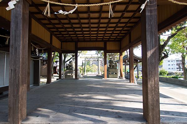 福徳八龍社本殿から見る拝殿内