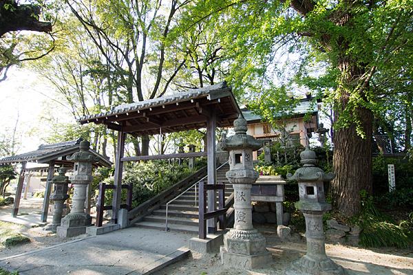 中切神明社社殿横から
