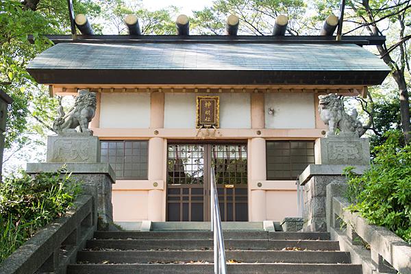 中切神明社拝殿前