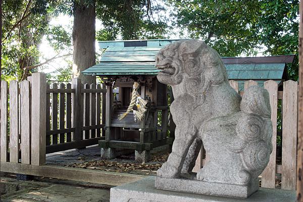 中切天神社狛犬と本社