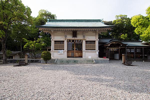 一社貴船神社拝殿前境内