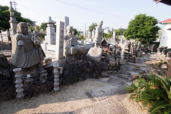 自由が丘御嶽神社参道と石仏