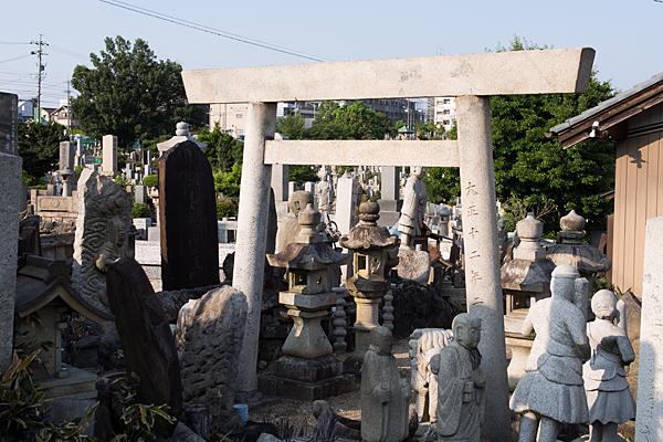 自由が丘御嶽神社鳥居と石仏