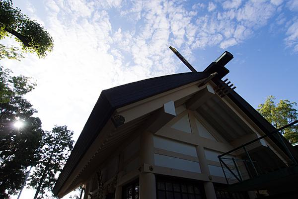藤森神明社拝殿横から