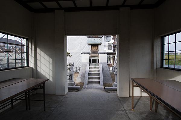 江松1神明社拝殿内から本殿