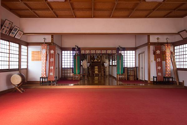 綿神社拝殿内