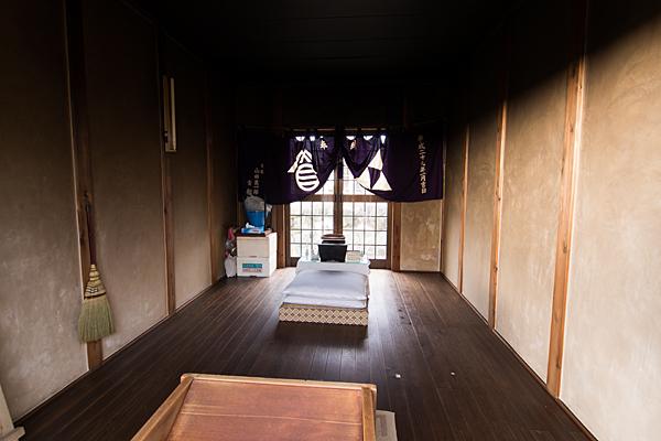 福島御嶽神社拝殿内