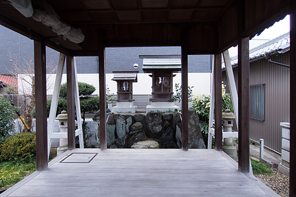 千音寺不明社拝殿から見る社