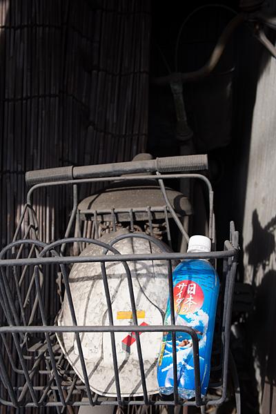 犬山城下古びた自転車
