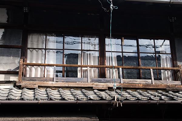 犬山城下二階窓