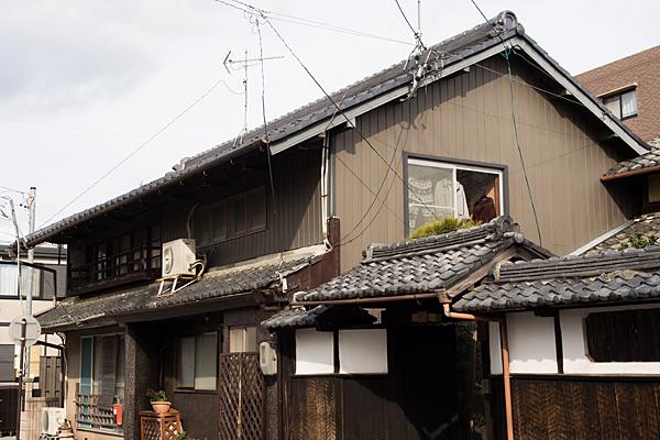 犬山城下古い家屋と生活感