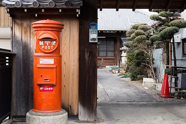 犬山城下丸ポストとお寺