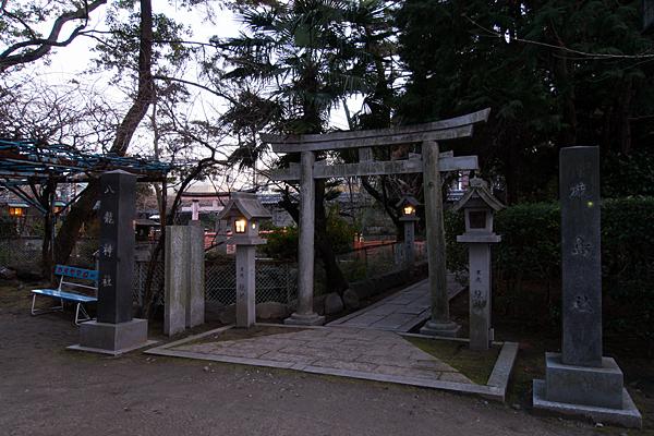 真清田神社厳島社入り口