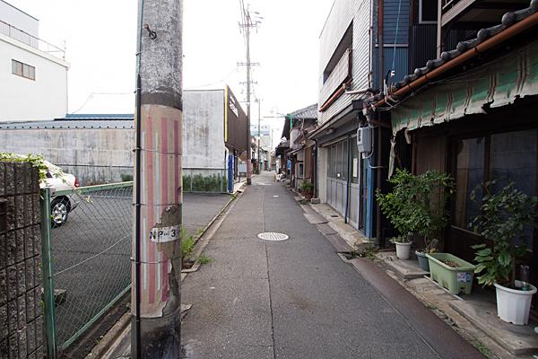 路地の家並み