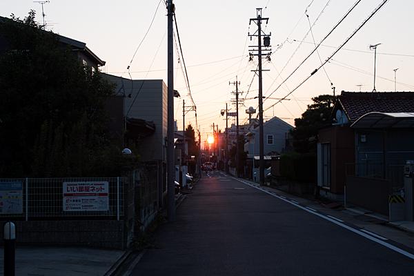 町に沈む夕日