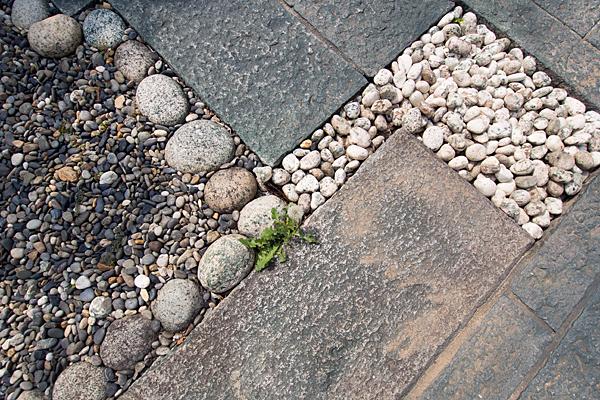 石畳と玉砂利