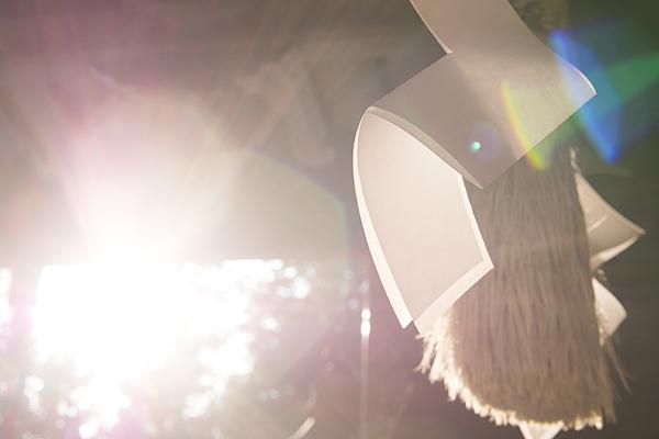 石作神社紙垂と逆光