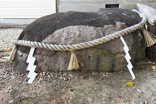石作神社御神体の石