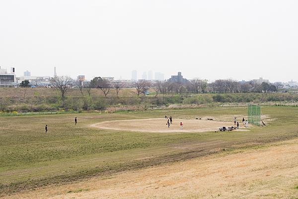 河川敷の草野球風景