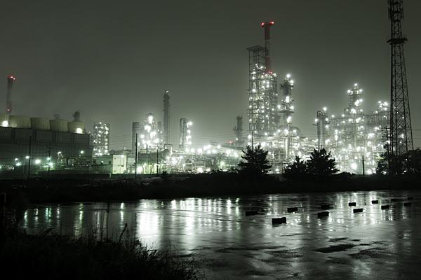 四日市工場夜景雨の塩浜