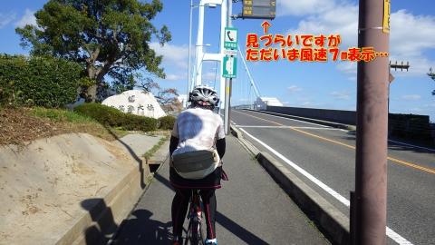 安芸灘大橋ですが、北西の風速7m、勿論向かい風…。