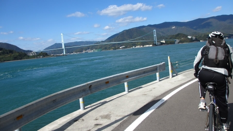 上蒲刈島の北側を走ります。先程Uターンした安芸灘大橋を眺めながら走ります。