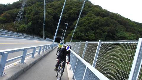 豊島大橋を走る。