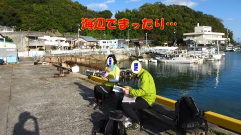 岡村港でまったり船を待ちます。