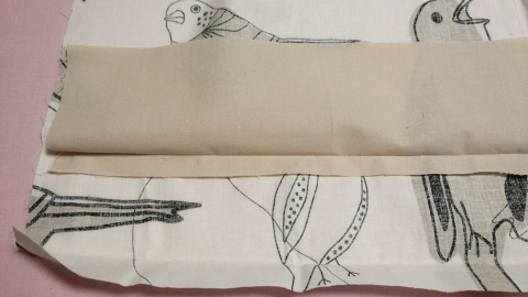 底部は強度を持たせるためにシーチング生地を10cm位縫い付けました。