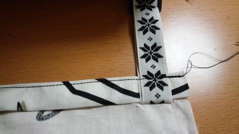 強度を付けるために二度縫い付けました。