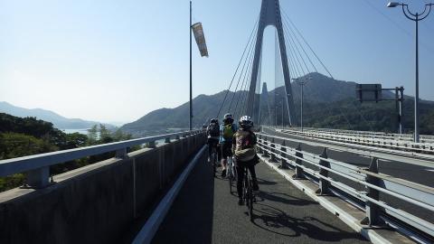 生口橋を渡ります。